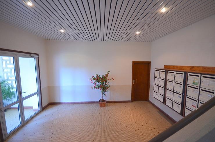 PROCHE CENTRE VILLE: très lumineux appartement de 57m² dalle béton