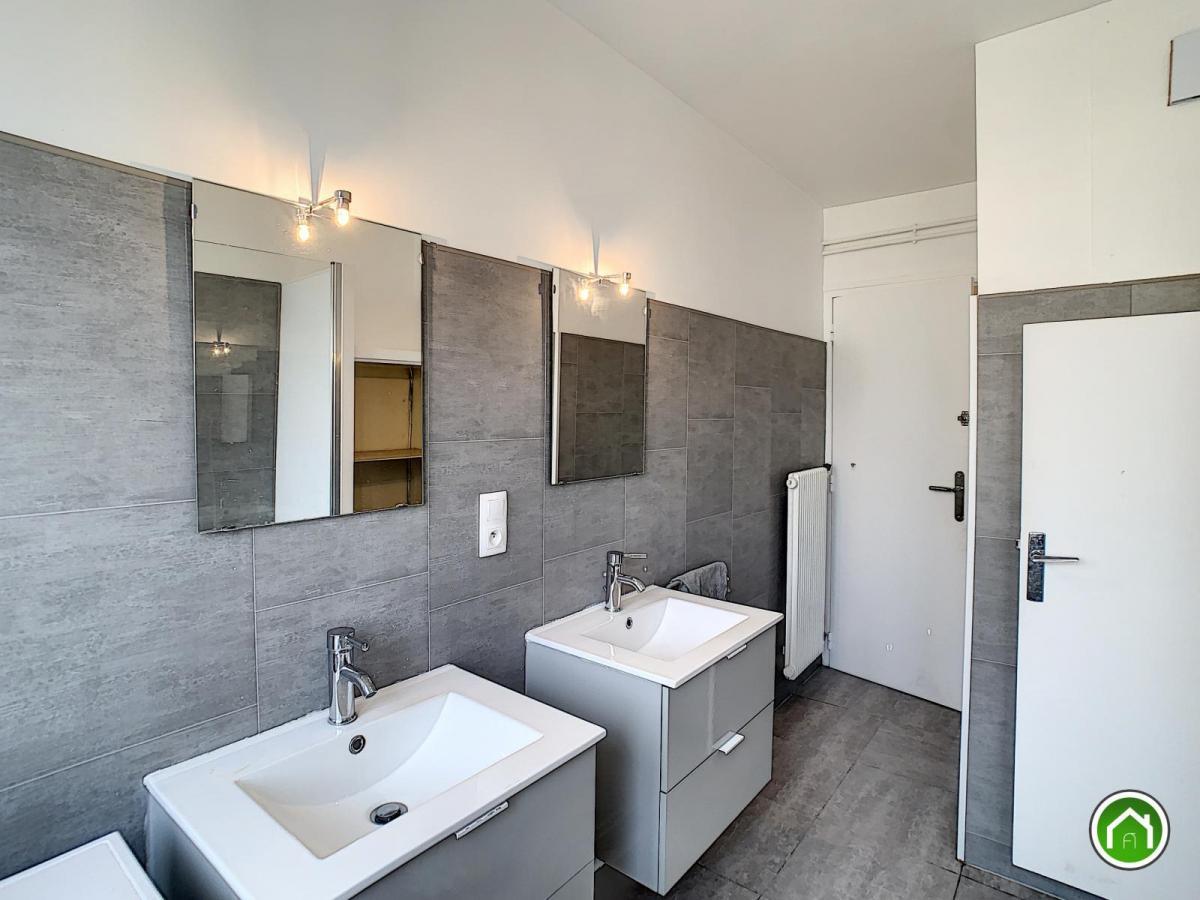 BREST : Bel appartement rénové de 81m² avec 3 chambres et balcon