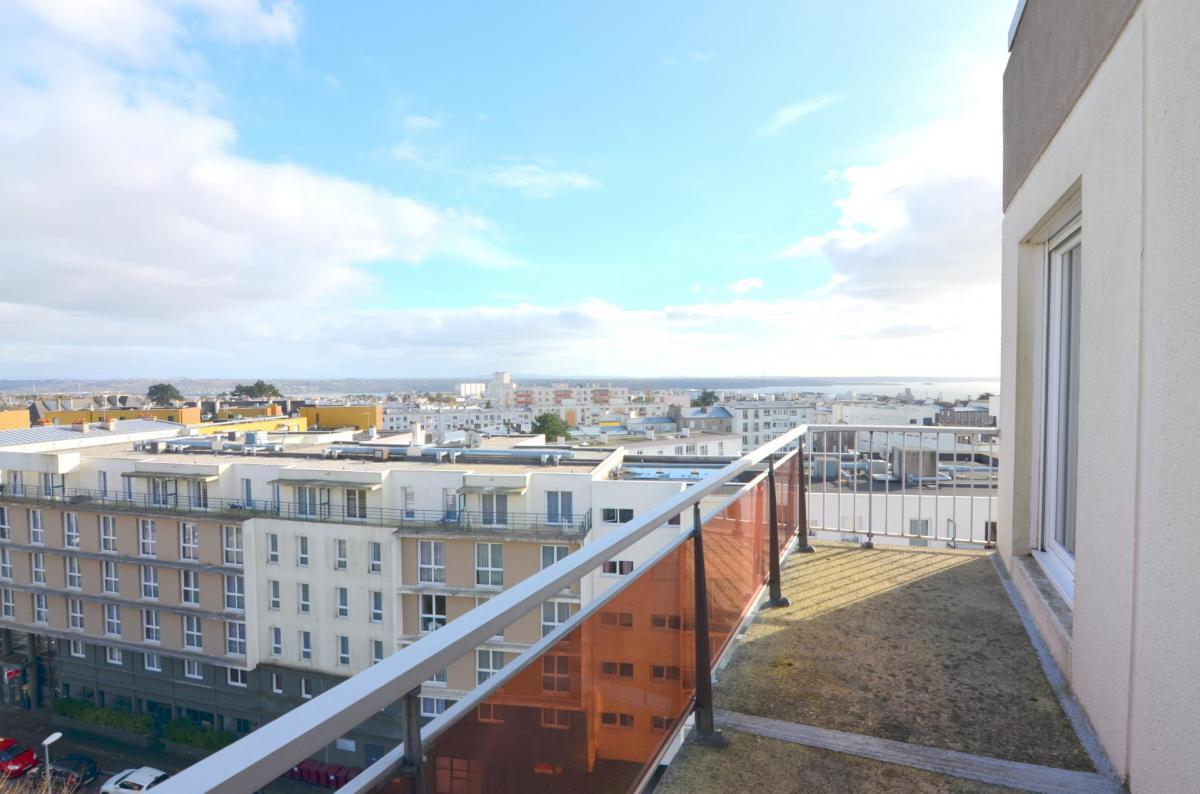 BREST : LUMINEUX APPARTEMENT 100M² AVEC BALCON, VUE DÉGAGÉE SUR LA RADE ET DEUX PARKINGS