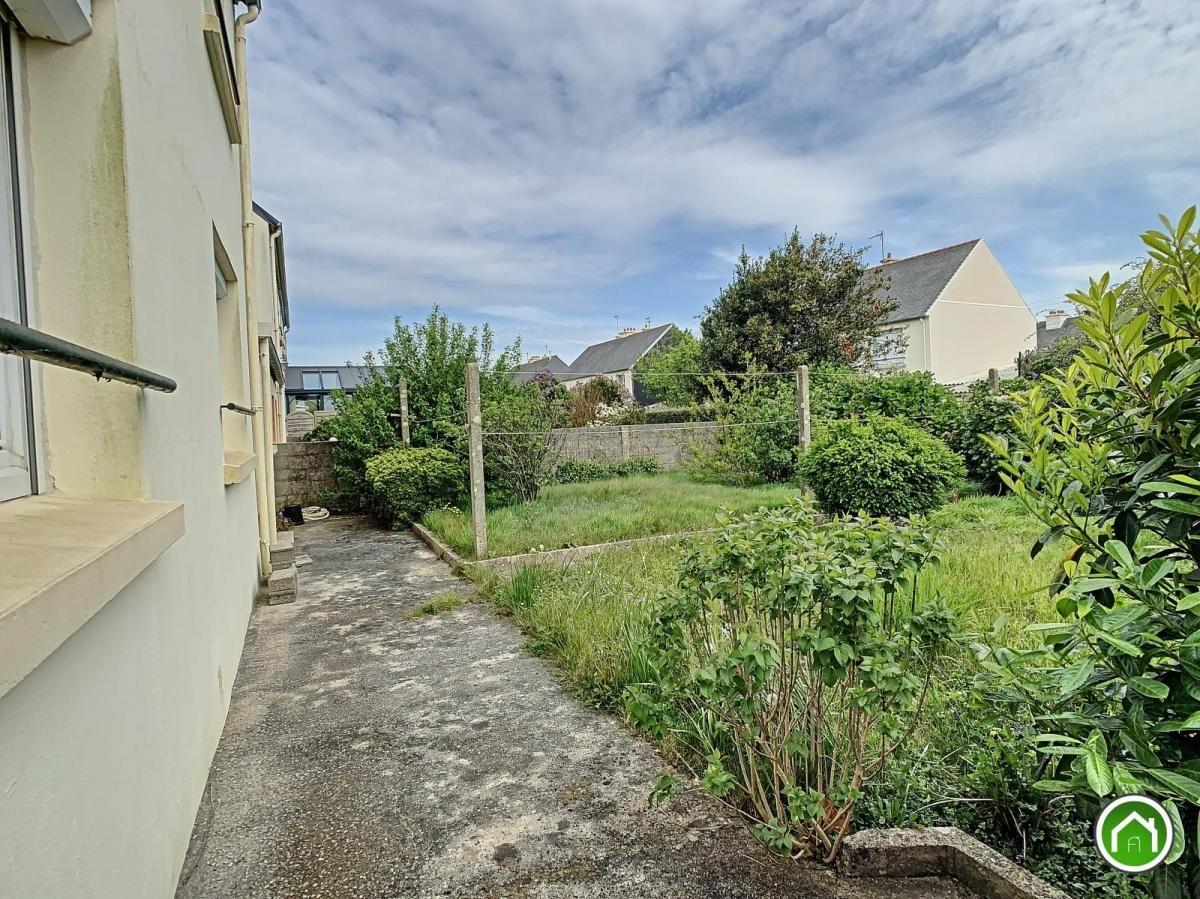 PLOUZANE : petit prix maison avec garage, cour et jardin clos