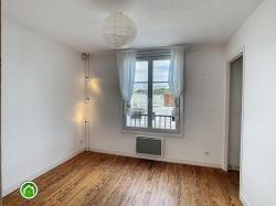 BREST PROCHE CENTRE : du cachet pour ce lumineux appartement 2 chambres au dernier étage