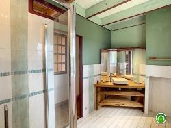 PLOUGASTEL-DAOULAS : grande propriété 1 hectare avec demeure, longères et dépendances aménageables