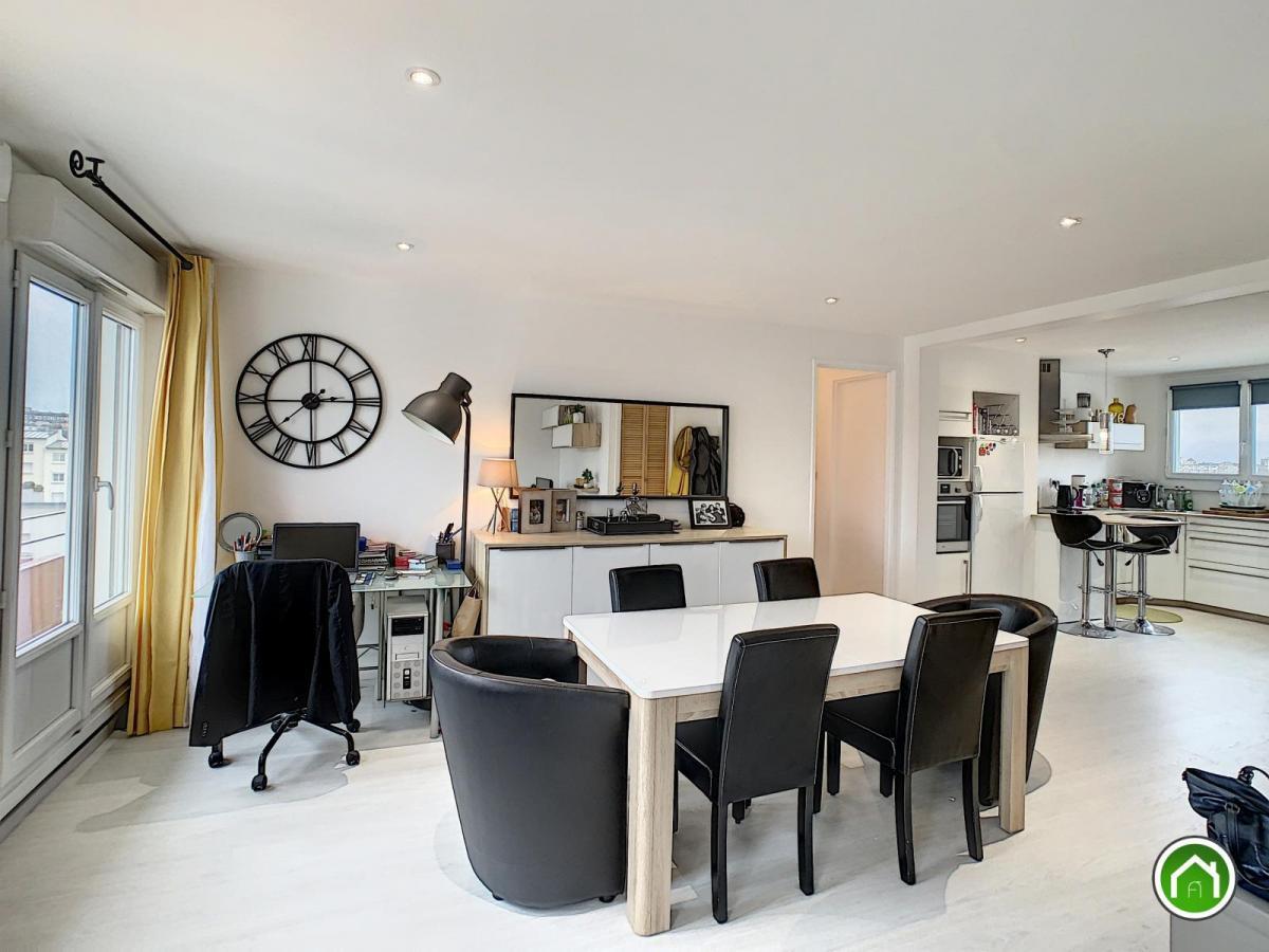 PROXIMITE CENTRE-VILLE : très bel appartement rénové avec goûts et vue dégagée