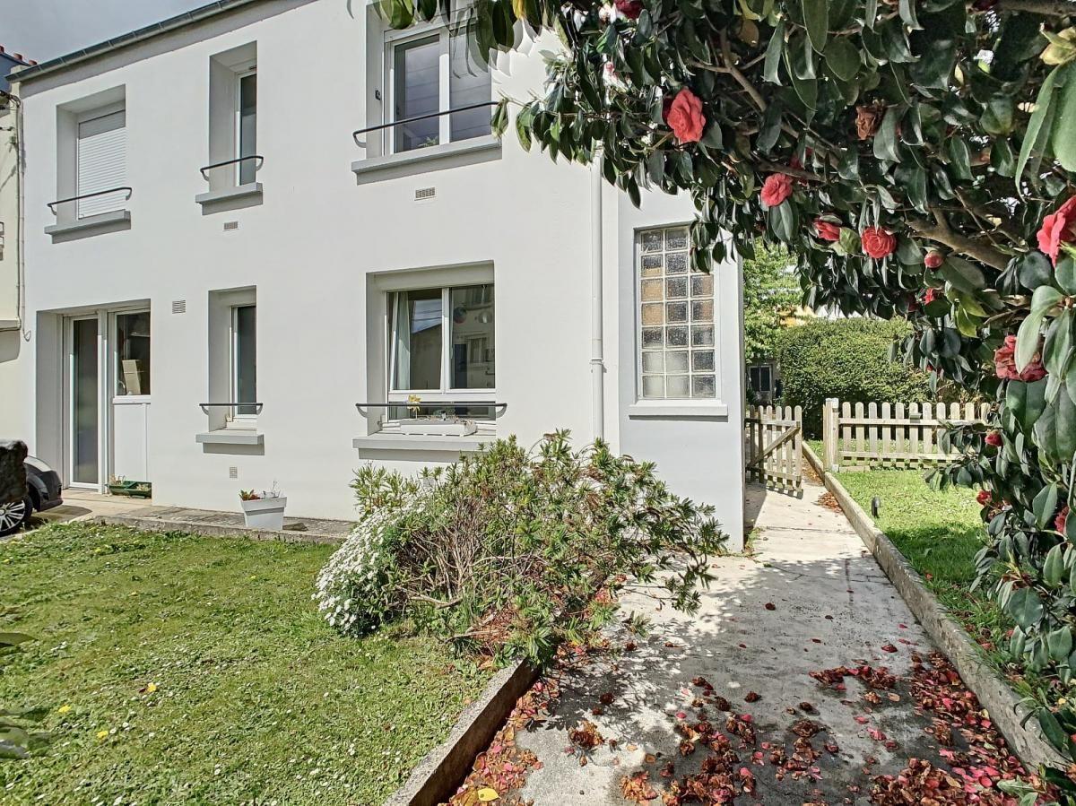 BREST : Lumineuse maison 130m² avec joli jardin clos et dépendance