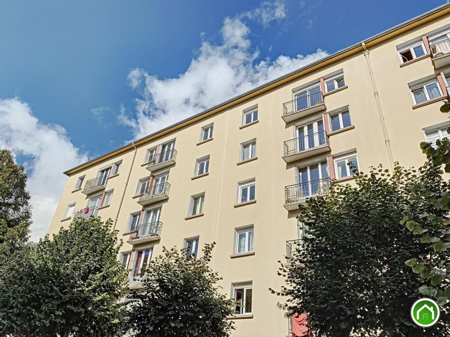 BREST : bien placé, agréable appartement T5 avec balcon à rénover