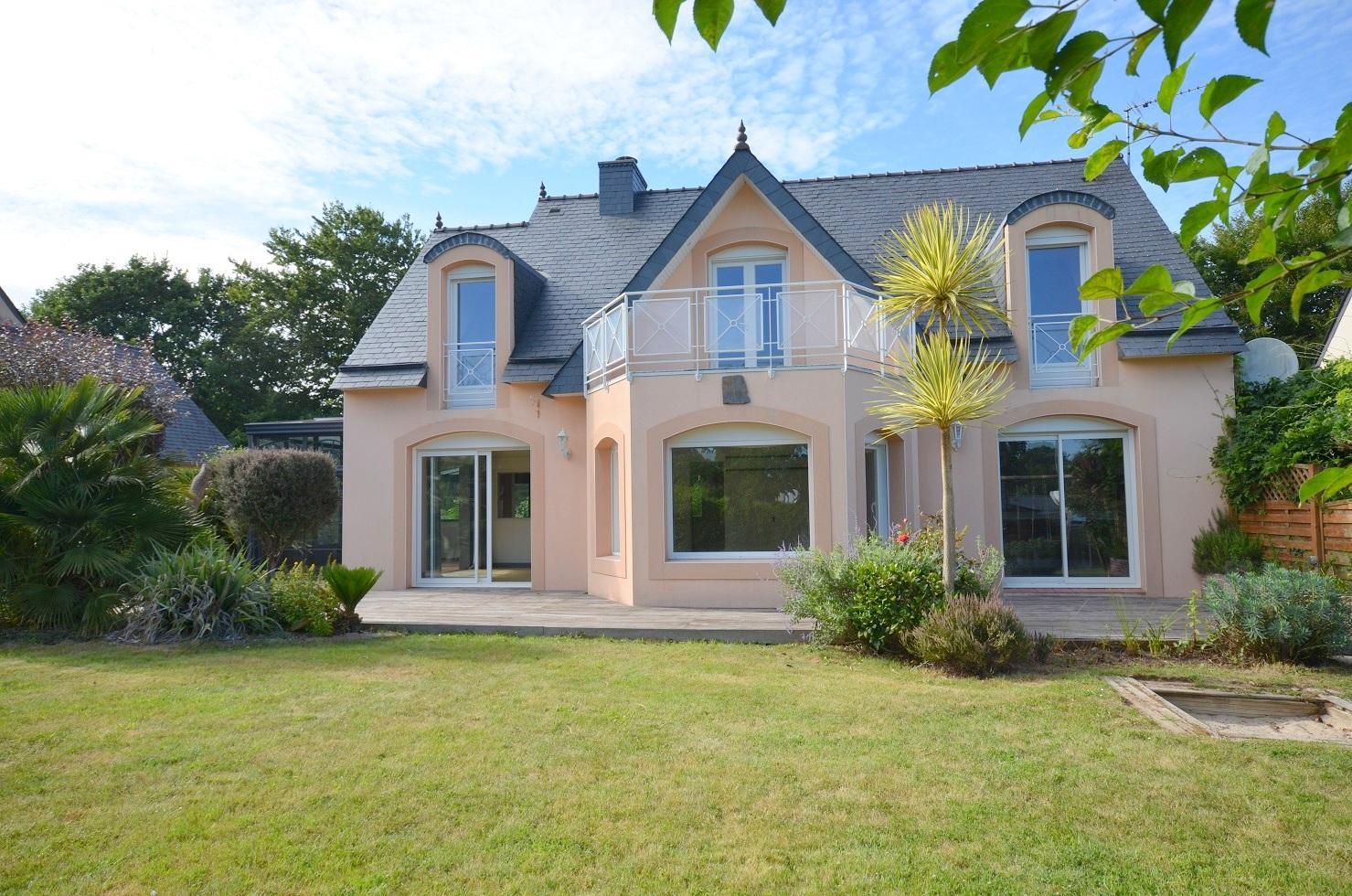 GUIPAVAS: belle maison contemporaine de 200m² avec veranda, terrasse et parc arboré de 1000m²