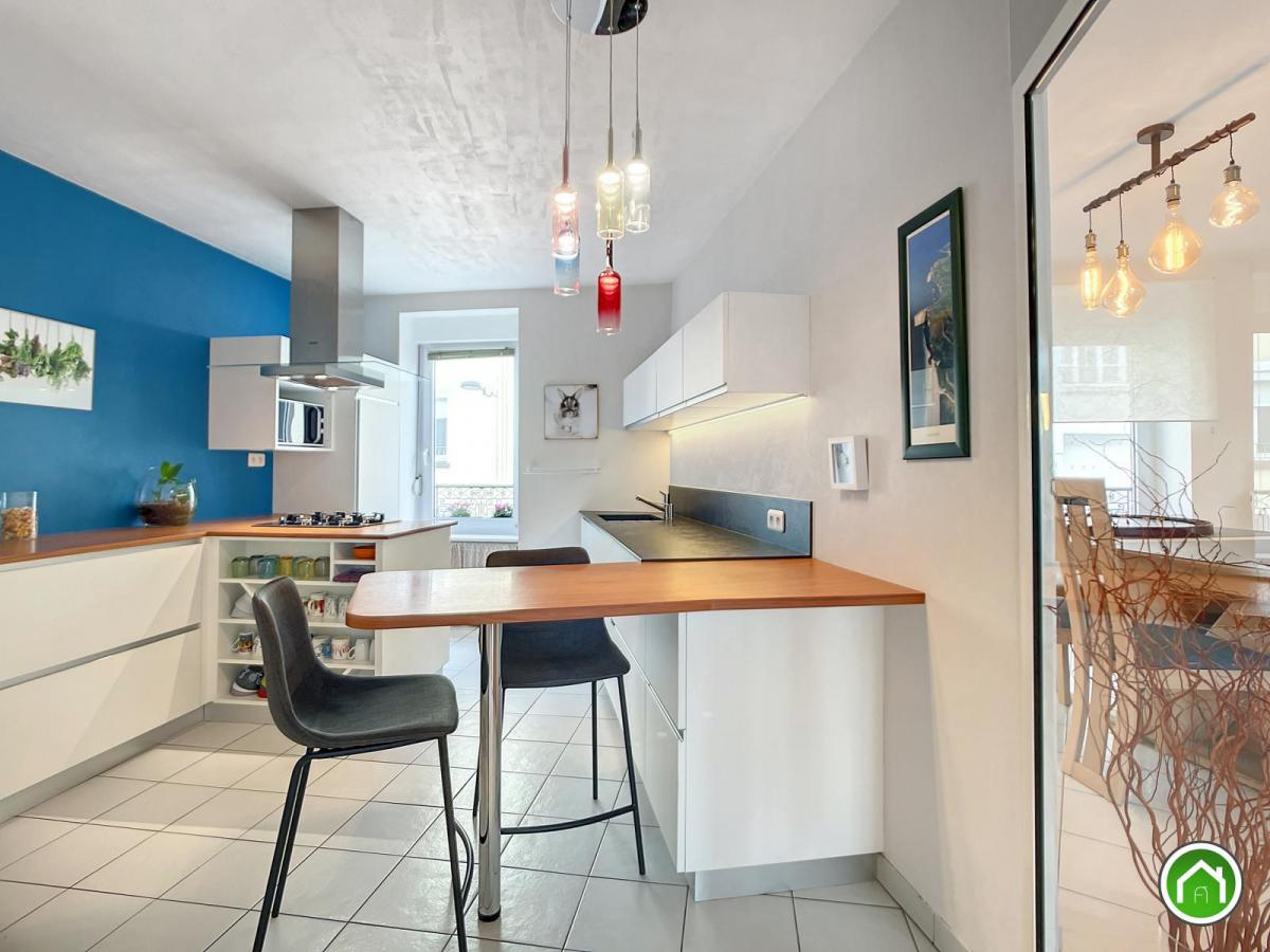 BREST SAINT MARTIN: seul au deuxième et dernier étage, rare appartement T4/5 de 130m²