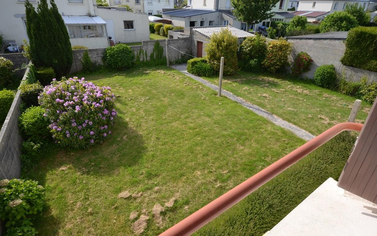 LAMBEZELLEC : jolie maison avec 4 chambres, garage et grand jardin clos