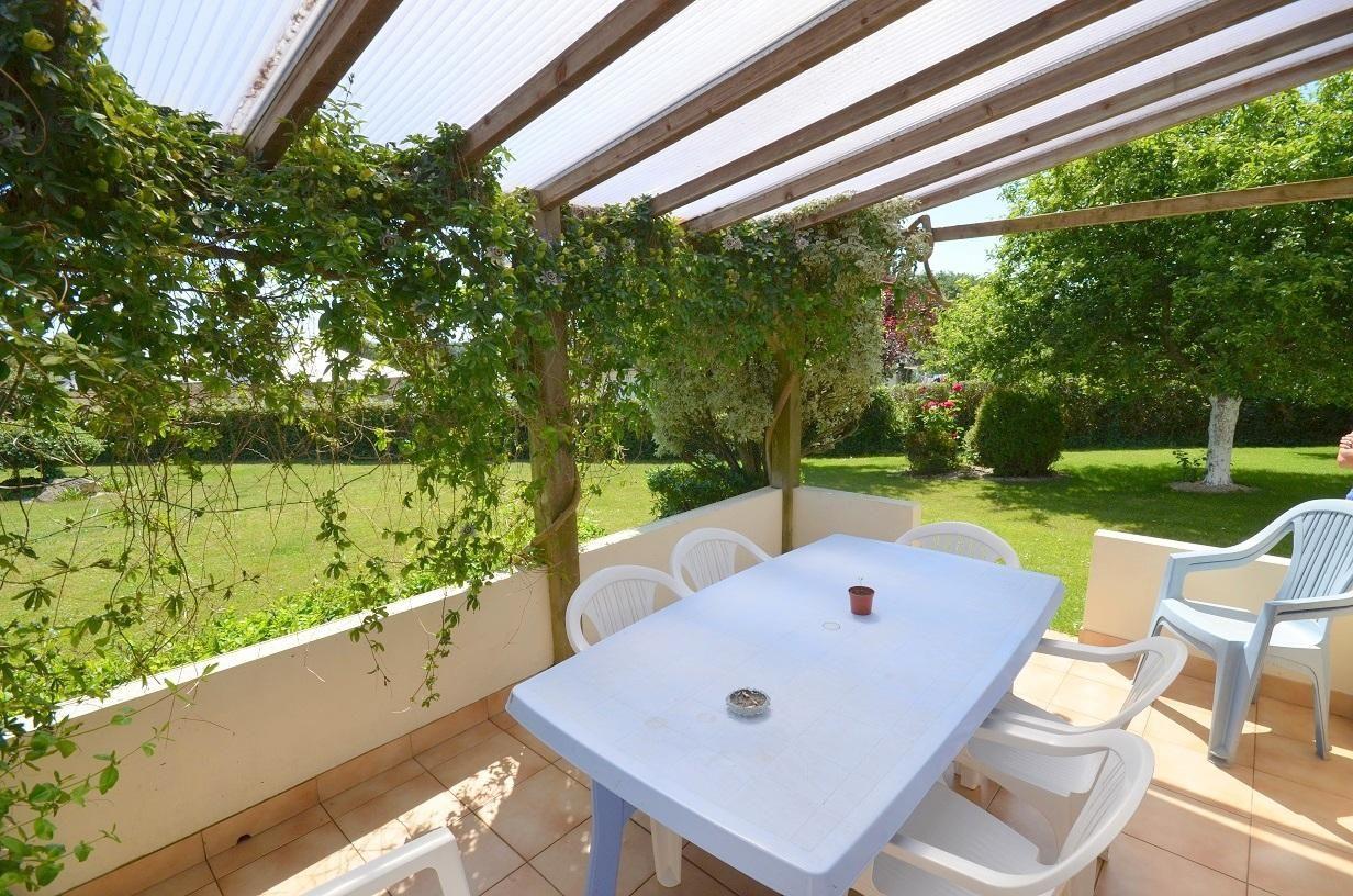 PLOUMOGUER BOURG: jolie propriété 4 chambres avec garage et jardin