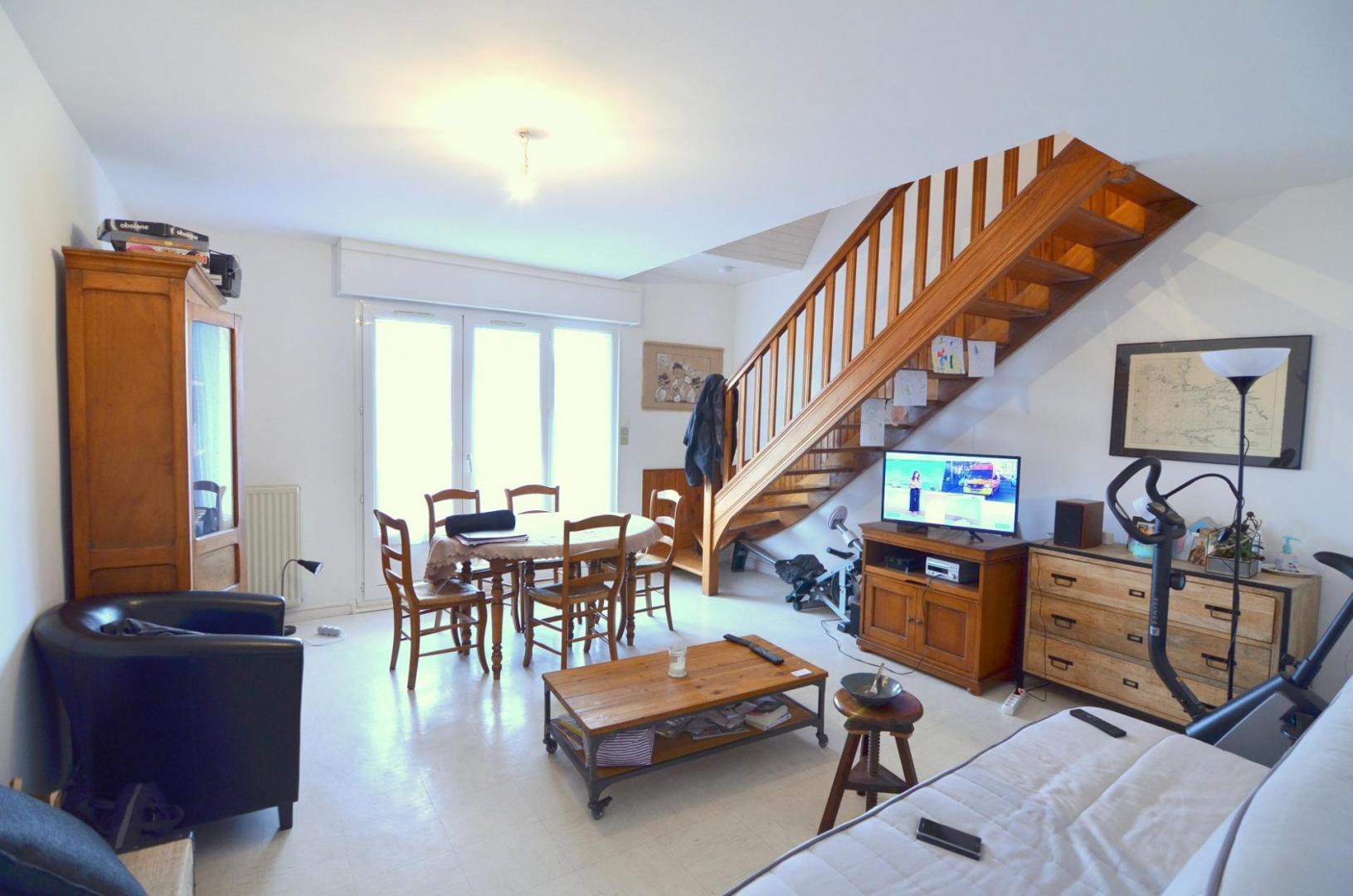 BREST : ravissant appartement duplex avec balcon, 3 chambres, un bureau et parking privatif