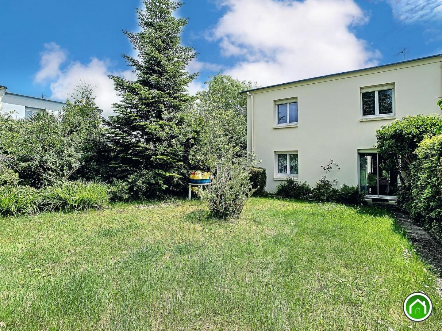 BREST SAINT MARC : jolie maison avec 3 chambres, grand garage et jardin à rénover