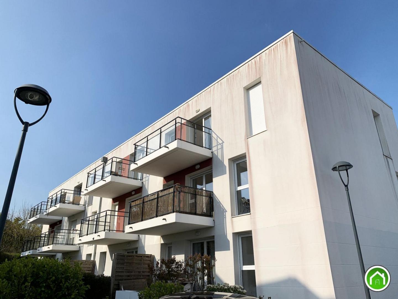 LE RELECQ-KERHUON : au dernier étage, très joli appartement T3 avec terrasse et parking sous garantie décennale