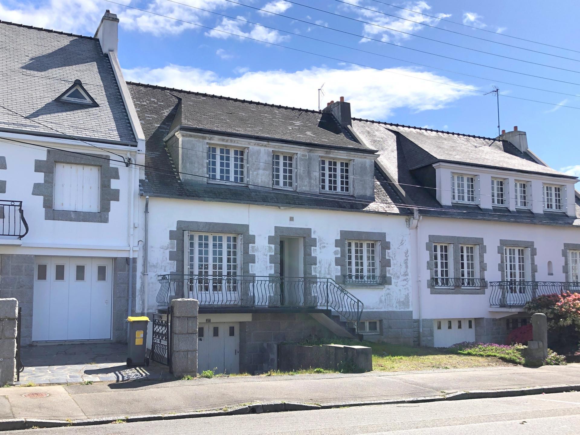 BREST : petit prix pour cette belle et grande maison bien placée à renover