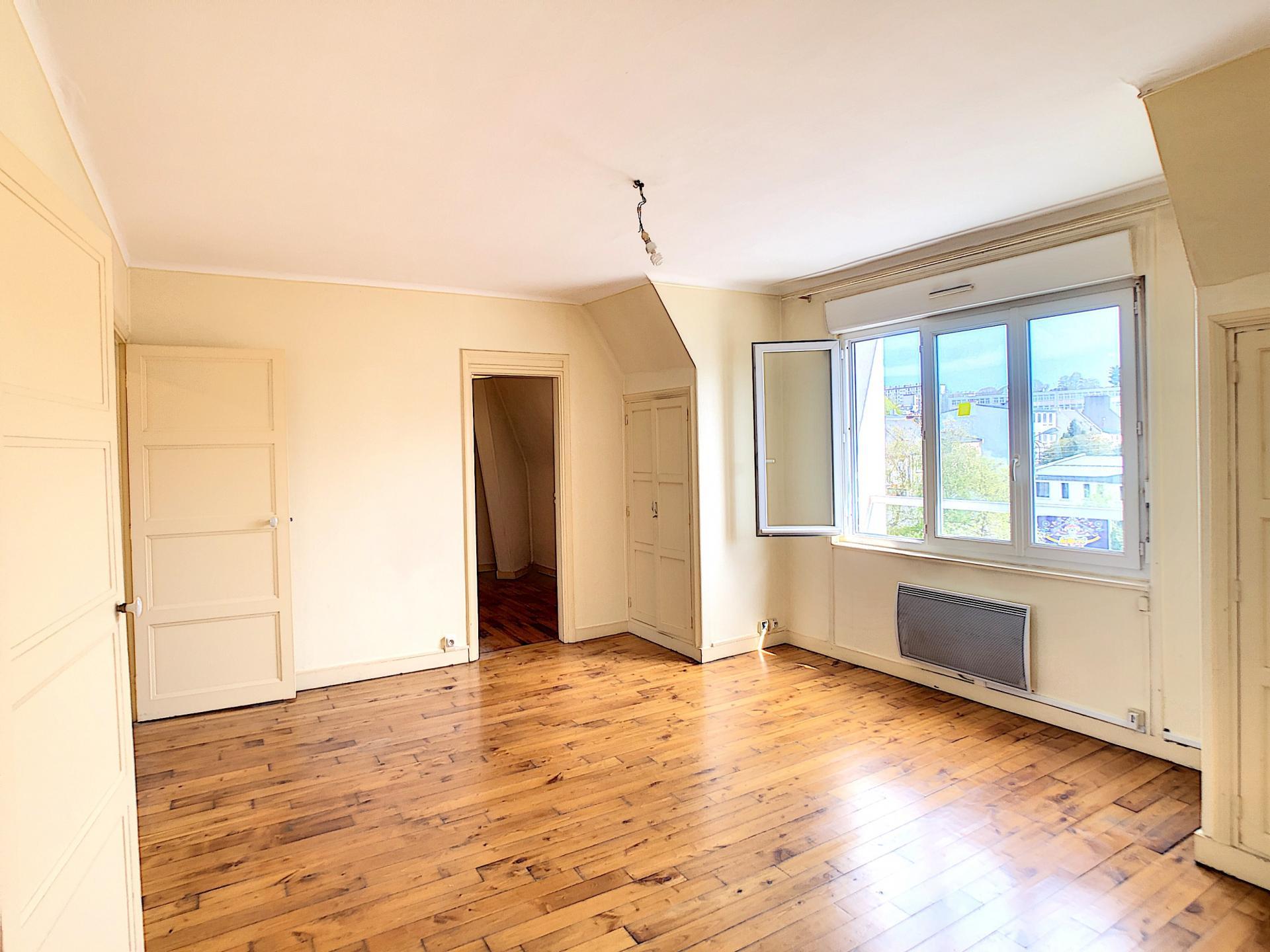 BREST : bel appartement deux chambres au troisième et dernier étage sans vis-à-vis