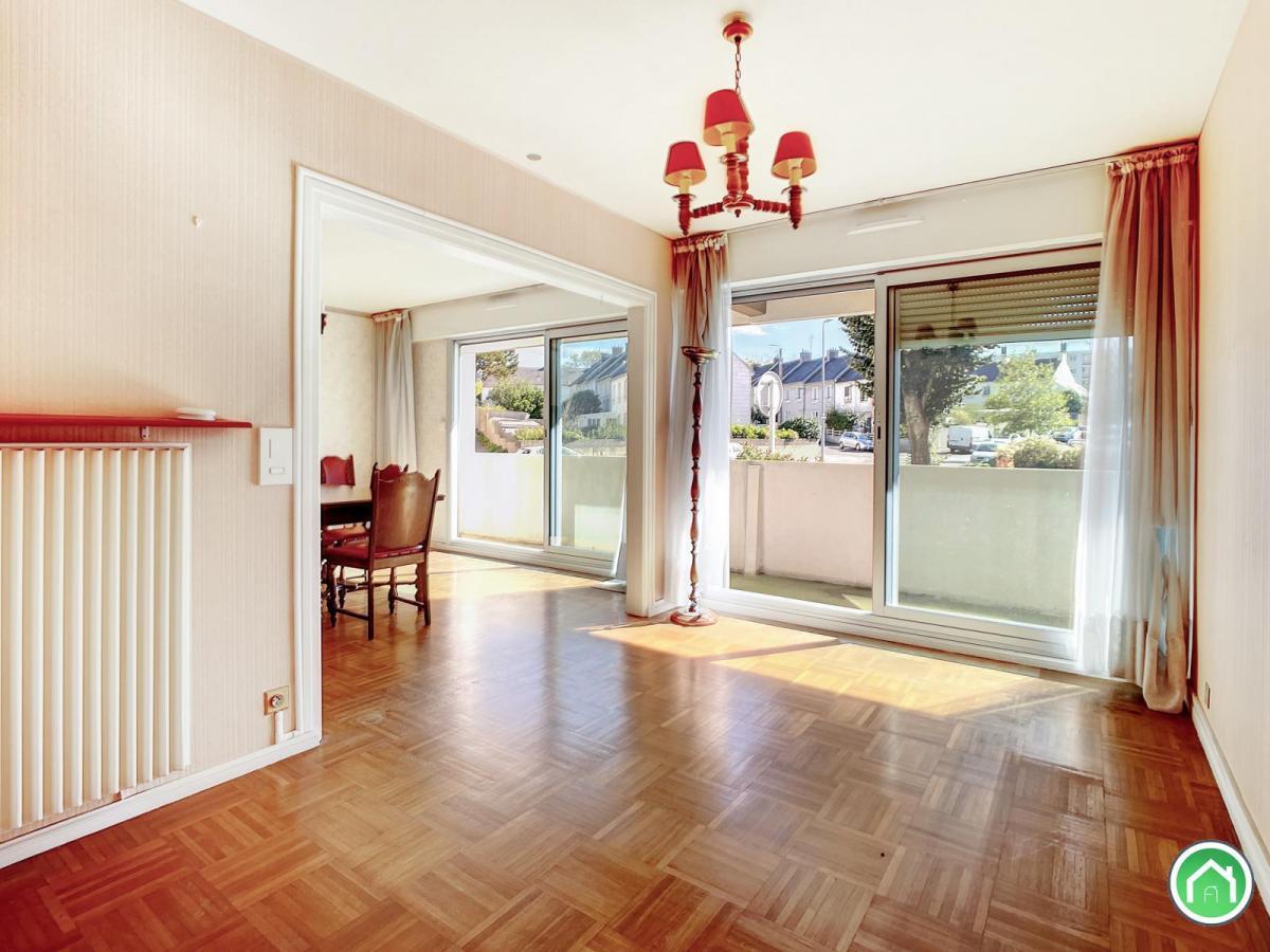 BREST : bel appartement T4/5 avec grand balcon plein sud à rénover