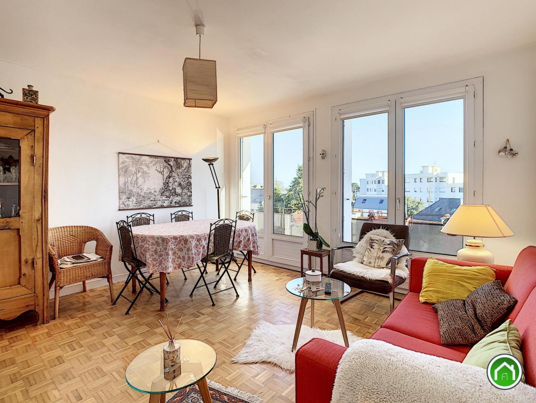 LE FORESTOU : troisième et dernier étage, ravissant et lumineux appartement deux chambres avec vue rade