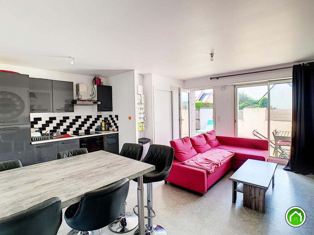 PLOUDALMEZEAU : agréable appartement 3 chambres avec terrasse, jardinet et stationnement