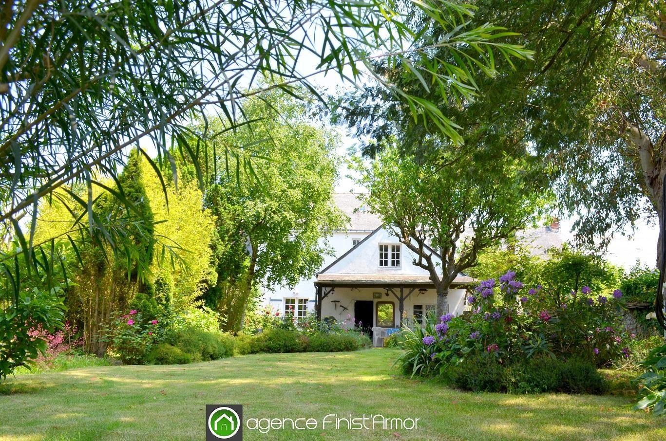 VENDUE: proche plages, rare demeure avec jardin et garage