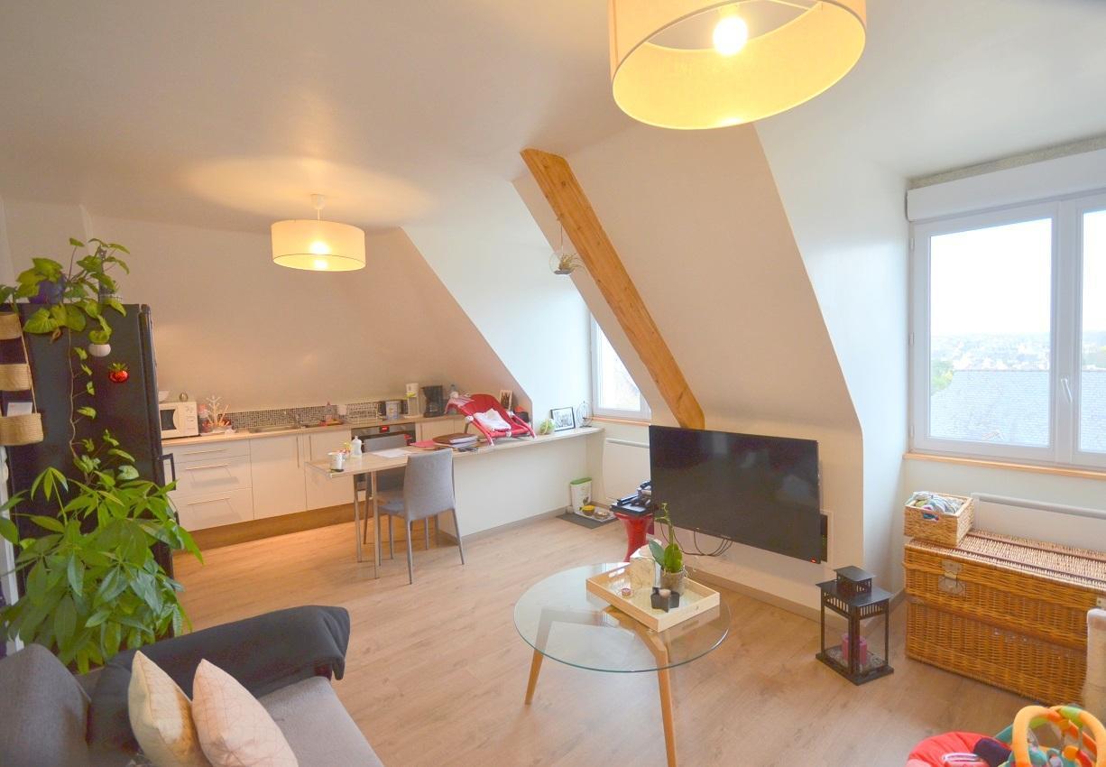 Ravissant appartement t1 bis refait à neuf, dernier étage sans vis-vis