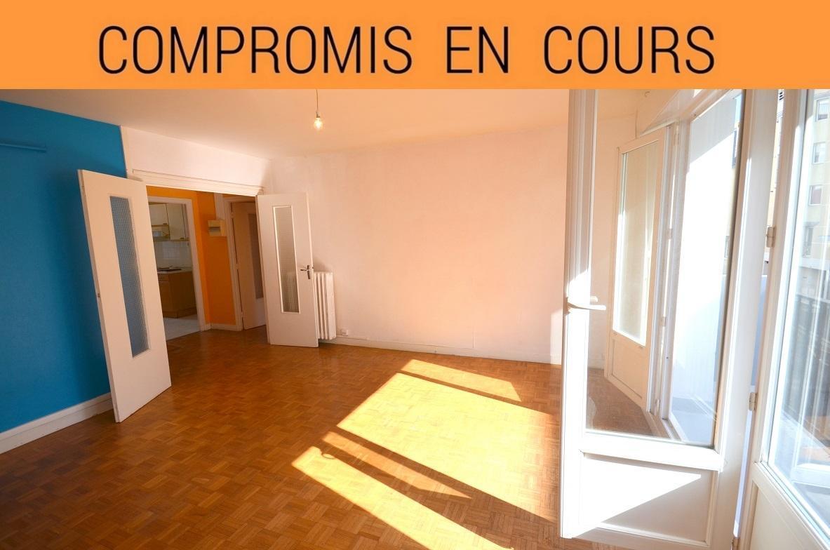 BREST HYPER CENTRE: agréable appartement 2 chambres avec balcon