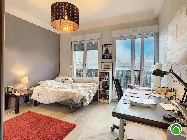 BREST HYPER CENTRE : au dernier étage, ravissant appartement T1 bis avec grand balcon et vue dégagée/rade