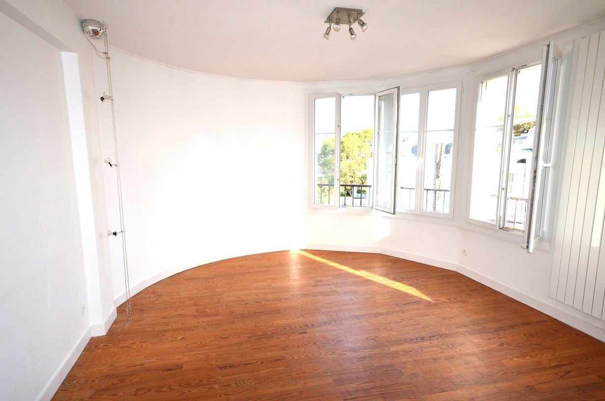 BREST PROCHE CENTRE : du cachet pour ce lumineux appartement 2 chambres