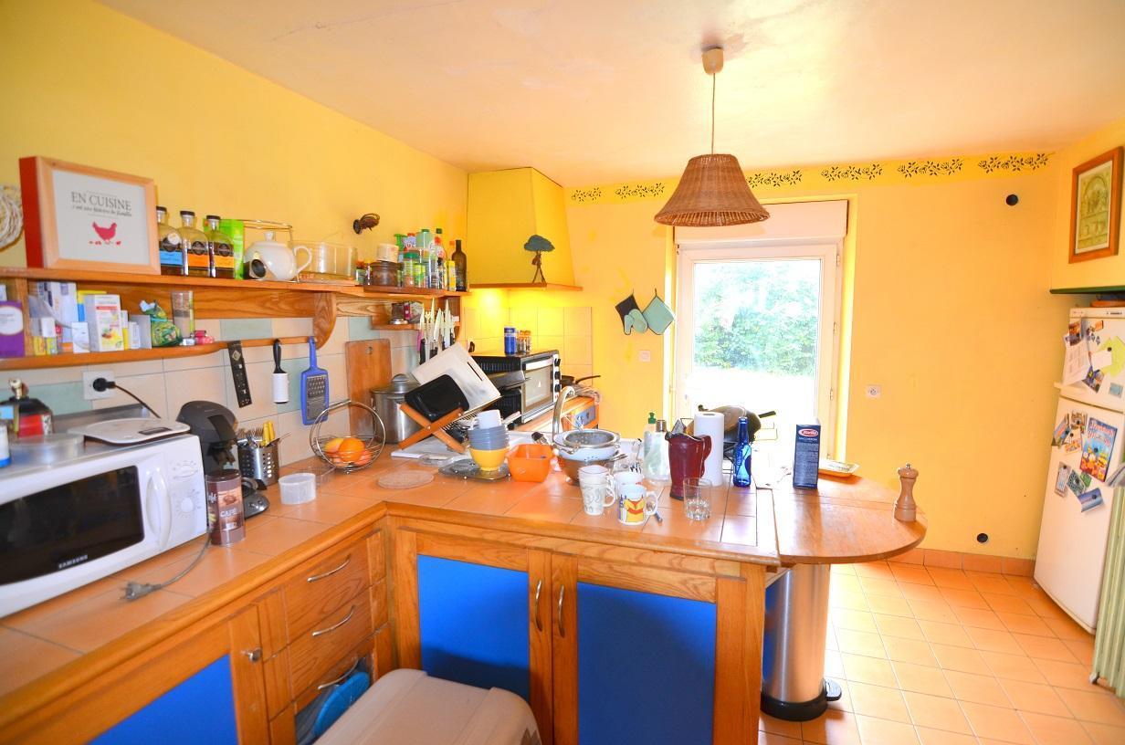 SAINT-RENAN : maison 5 chambres, aux beaux volumes, garage et agréable jardin